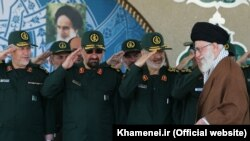 Mohsen Rezaee, in uniform (C) and Supreme Leader Ali Khamenei. May 2015. File photo