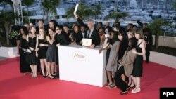 Лоран Канте в Каннах вместе с учениками школы, где он снимал свой триумфальный фильм