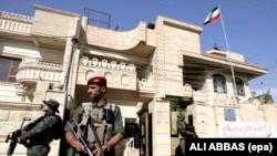 Силы безопасности возле консульства Ирана в Эрбиле. Архивное фото.