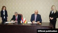 В ходе с рабочего визита Масис Маилян и Дмитрий Медоев подписали соглашение о сотрудничестве между внешнеполитическими ведомствами двух республик