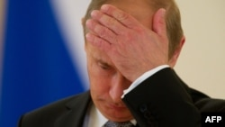 Көнбатыш чикләүләрен яратмаса да, Русия президенты Владимир Путин үзе халык иркен чикләүдән тартынмый