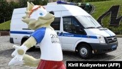 Поліція затримала активістів, які проводили акцію під постаментом «3абіваки» – символа Чемпіонату світу-2018