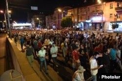 Сторонники оппозиции в районе Эребуни