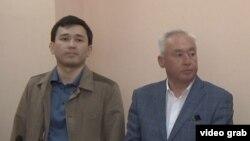 Сейтказы Матаев (справа), председатель Союза журналистов Казахстана, и его сын Асет Матаев на суде по их делу в Астане. 4 августа 2016 года.