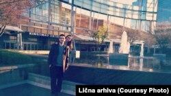 Fisnik Kumnova dhe gruaja e tij Dafina në Kanada.
