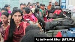 ممرضات هنديان من مستشفى تكريت قبيل مغادرتهن اربيل الى الهند