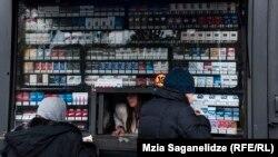 Если поправки Минфина будут одобрены парламентом, то со следующего года ставка акциза на сигареты с фильтром (20 штук) вырастет на 20 тетри и составит до 1 лари 10 тетри, на сигареты без фильтра (20 штук) – на 5 тетри, до 30 тетри