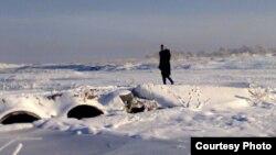 Қызылағаш пен Ақтоған ауылдарының арасындағы қолдан жасалған көпір. Алматы облысы, 7 желтоқсан 2012 жыл.