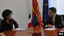 Средба на вицепремиерот за евроинтеграции Фатмир Бесими со француската амбасадорка Лоренс Оер, 2013.