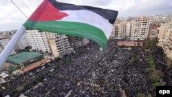 تظاهرات مردم در بیروت برای محکوم کردن حمله اسراییل به غزه (عکس: epa)