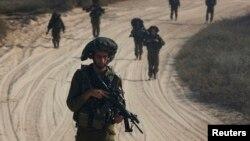 Ізраїльські солдати на патрулюванні біля північної частини Смуги Гази, 29 липня 2014 року