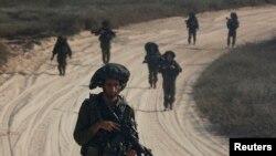 Израильские солдаты патрулируют территорию за пределами города Газа. Иллюстративное фото.