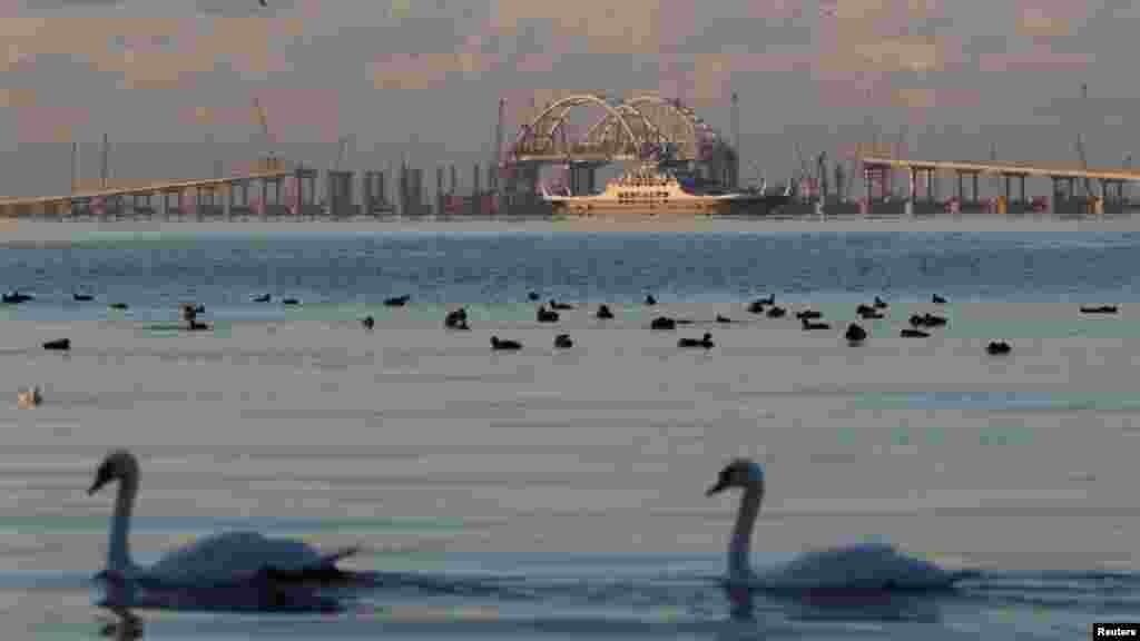 Російська влада планувала запустити автомобільну частину Керченського мосту до грудня 2017 року