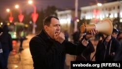 Павал Севярынец на акцыі супраць вучэньняў «Захад-2017» у Дзень беларускай вайсковай славы, архіўнае фота