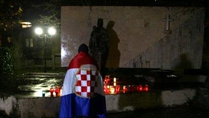 Svijeće za ratnog zločinca Slobodana Praljka koji se ubio na izricanju presude u Haškom tribunalu 29. novembra 2017. godine.