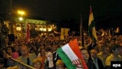 Пока демонстранты требовали отставки премьера, он проводил переговоры в Москве