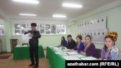 Aşgabat. Türkmenistanlylar prezident saýlamak üçin ses berýär.