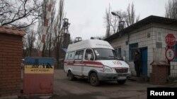 «Швидка допомога» біля входу на шахту імені Засядька, 4 березня 2015 року
