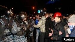 Протистояння між «беркутівцями» і «майданівцями», Київ, 11 січня 2014 (архівне фото)