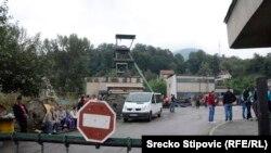 Подъезд к шахте в Боснии и Герцеговине, где после землетрясения оказались заблокированными шахтеры. 5 сентября 2014 года.
