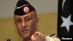 Ливия әуе күштерінің полковнигі Ахмед Бани. Триполиде баспасөз мәслихатын өткізіп тұр. 19 қыркүйек.