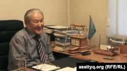 Kazakh activist Serikbolsyn Abdildin ran for president in 1999. (file photo)