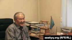 Политик и экономист Серикболсын Абдильдин в своем офисе. Алматы, 19 октября, 2016 года.