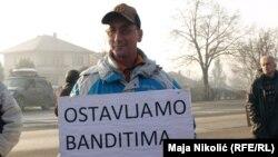 Tuzlanski radnici pješke krenuli ka granici sa Hrvatskom