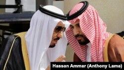 ملک سلمان (چپ) پادشاه عربستان و محمدبن سلمان، ولیعهد این کشور.