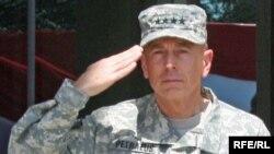 აშშ-ისა და ნატოს ჯარების მეთაური გენერალი დევიდ პეტრეუსი