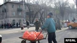 Трудовой мигрант из Кыргызстане. (Иллюстративное фото).