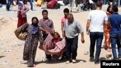 Syrian refugees cross the border into Iraq's Kurdistan region last year.