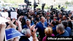 Armenia - Yerevan Mayor Taron Markarian speaks to reporters outside the munciipal administration building, 16 May 2018.