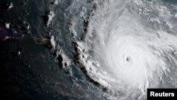 تصاویر ماهواره ای از طوفان ایرما