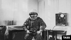Юрий Гагарин перед полетом в космос