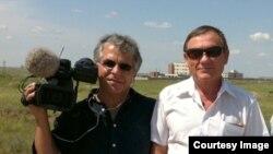 Один из создателей фильма Славомир Гранберг и бывший директор Степногорского биокомбината Геннадий Лепешкин