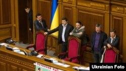 Депутати від опозиції блокують парламент, 2 квітня 2013 року