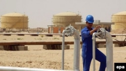 An oil refinery in Al-Najaf