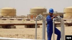 An oil refinery in Al-Najaf