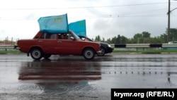 Автопробег по случаю Дня крымско-татарского флага (архивное фото)