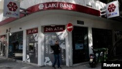 Կիպրոս - «Լաիկի» բանկի բանկոմատները Նիկոսիայում, մարտ, 2013թ.