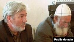 Кеше хокуклары активисты Рәсүл Исмаилов (сулда)