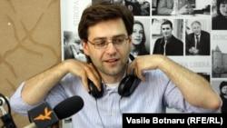Nicu Popescu în studioul Europei Libere la Chișinău