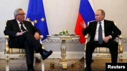 Европа Биримдигинин президенти Жан-Клод Юнкер менен орус президенти Владимир Путин, 16-июнь