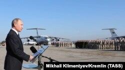 Путин на базе Хмеймим в Сирии, архивное фото