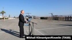Владимир Путин на авиабазе Хмеймим в Сирии. 11 декабря 2017 года