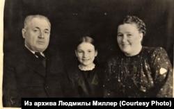 Бывший заключенный Краслага хирург Генрих Навотный с семьей