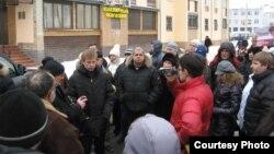 Евгений Урлашов сайлаушылармен кездесіп тұр. Ярославль, наурыз 2012 жыл