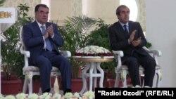 Мэр Душанбе Махмадсаид Убайдуллоев (справа) и президент Таджикистана Эмомали Рахмон. Душанбе, 27 июня 2013 года.