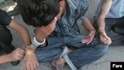 بيشترين جمعيت مصرف کننده مواد مخدر در ايران، در محدوده سنی ۱۸ تا ۳۰ سال قرار دارند. (عکس: فارس)